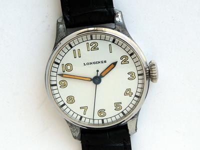 часы со знаком радиации